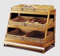 Купить стеллаж деревянный для выкладки продукции из древесины бука 1300х600хh-1200мм с 6 корзинами из колотой лозы недорого.