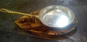 Купить Доска деревянная под сковородку с ручкой 300х200*22мм дуб